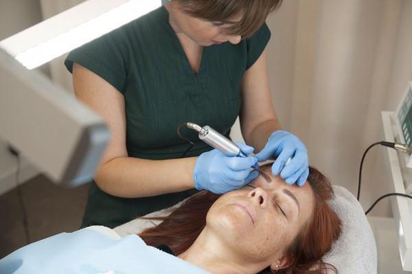 Permanente make-up: wat zijn de voordelen en waar moet je rekening mee houden?